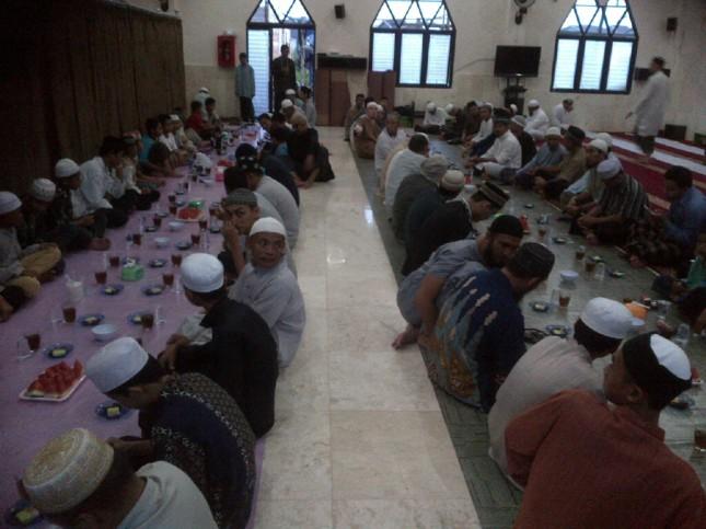 Buka Puasa bersama di Masjid Imam Syafii